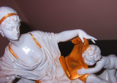 Detail of reclining beauty with two puttie's in porcelain