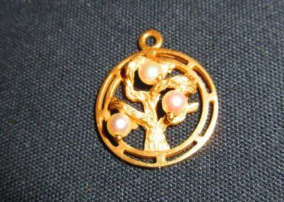 14 karat gold and Pearl charm