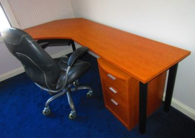 Contemporary desk and office chair