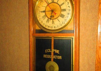 Eclipse regulator wall clock