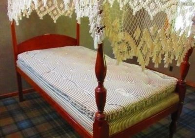 18th century American canopy bed