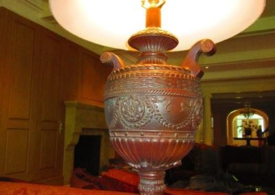 Double handled urn lamp